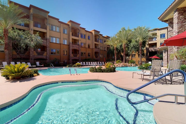 Cozy condo w/shared pool/hot tub-near entertainment, golf & hiking