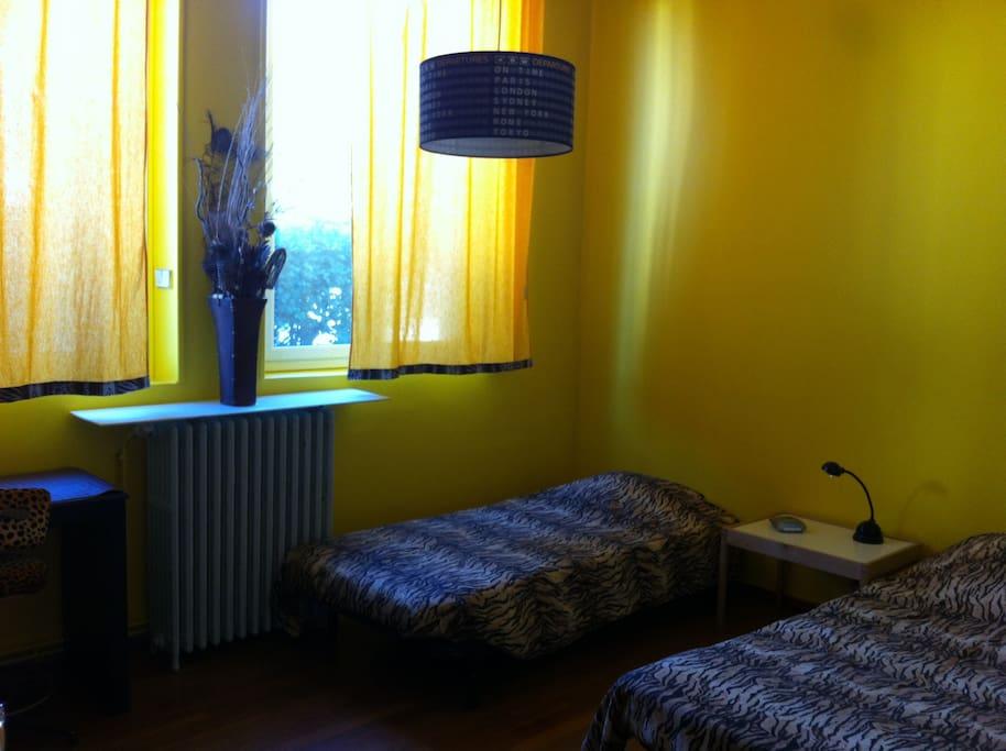 chambre jaune côté soleil couchant