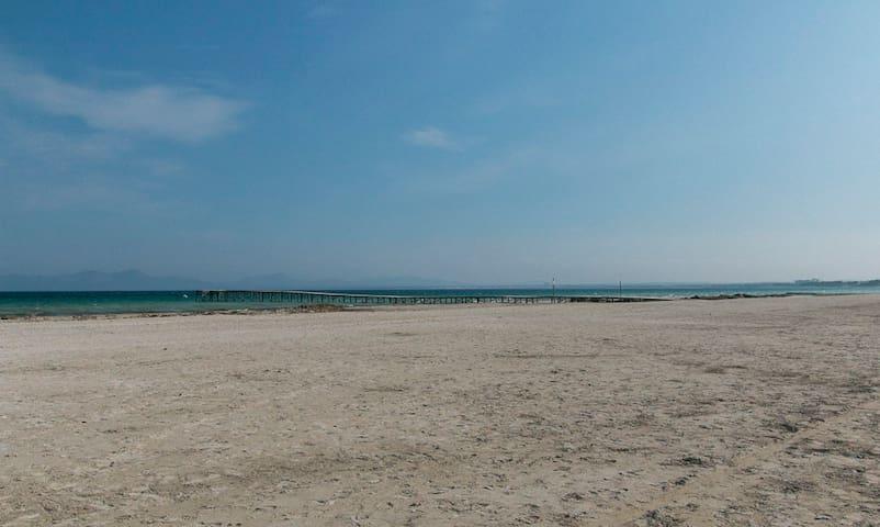 playa frente al apartamento