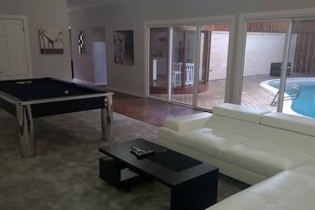Gorgeous 5600 sq. ft. house w/ heated indoor pool - Pasadena - Huis