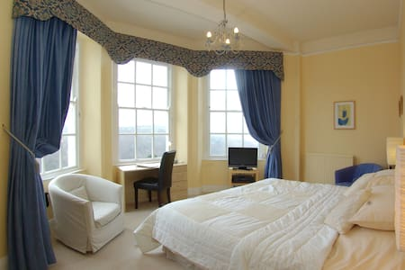 Commonwood Manor River View Room 7 - Looe