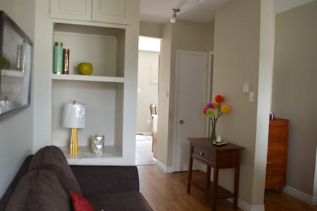 Attractive One Bedroom Right Downtown