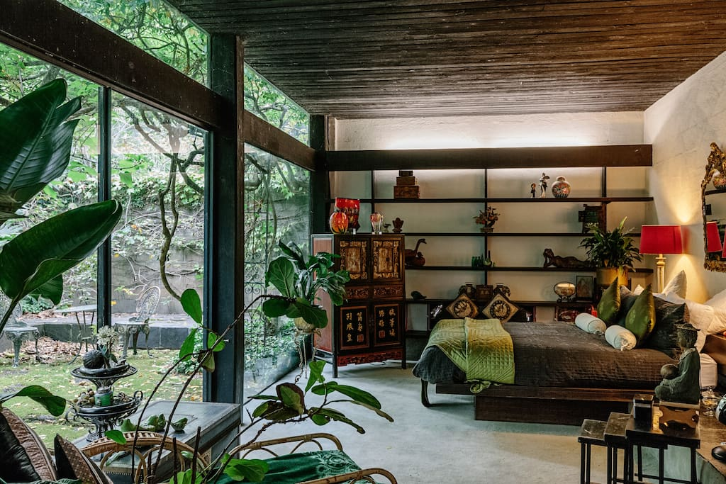 Bedroom in Chinese inspired fashion