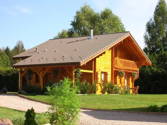 Chalet en bois massif avec sauna balnéo wifi - Saint-Nabord - Almhütte