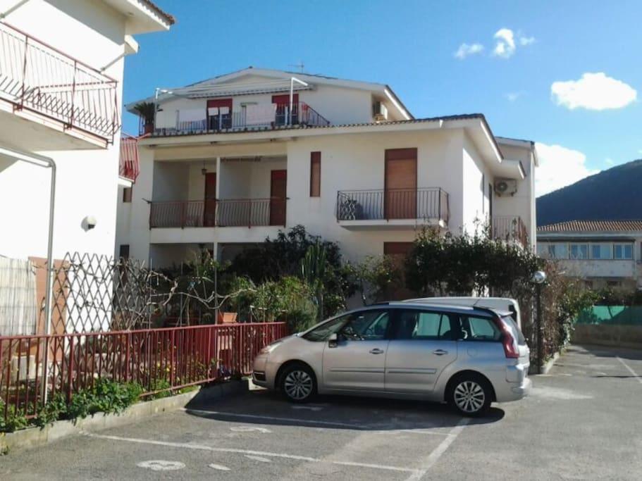 Monolocale mare apartments for rent in mongiove di patti for Monolocale di 500 m