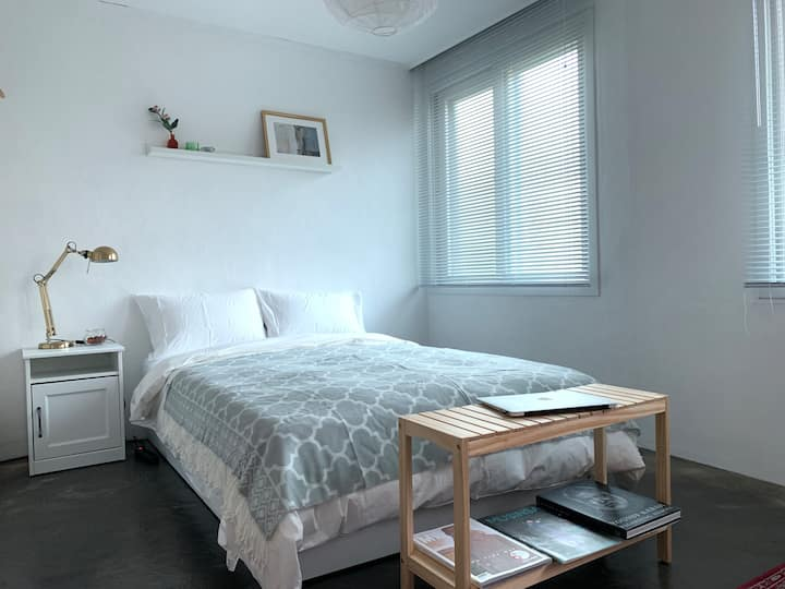 Newly # near ITAEWON cozy studio