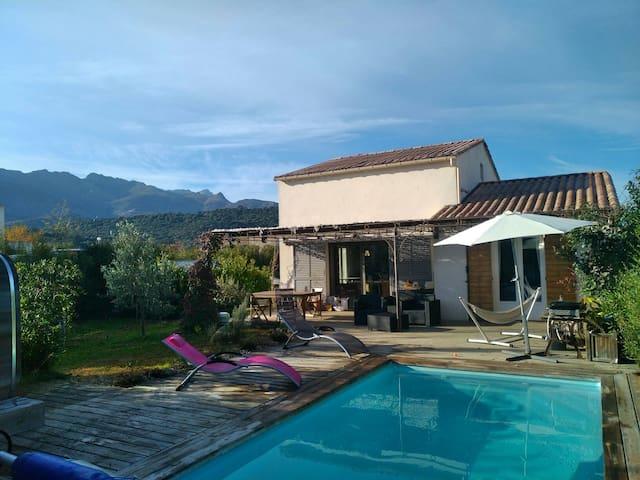 E pradine, maison piscine 5km de la mer