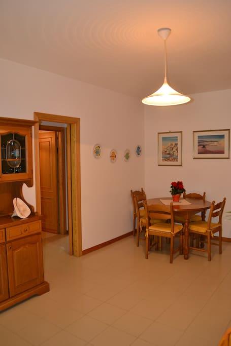 Zona per il pranzo e collegamento con le camere da letto ed il bagno