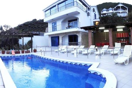 Villa Denovici, 7 bedrooms & pool - Đenovići