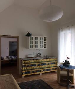 Krásný a nový bungalov Amélie - Kosoř - Huis