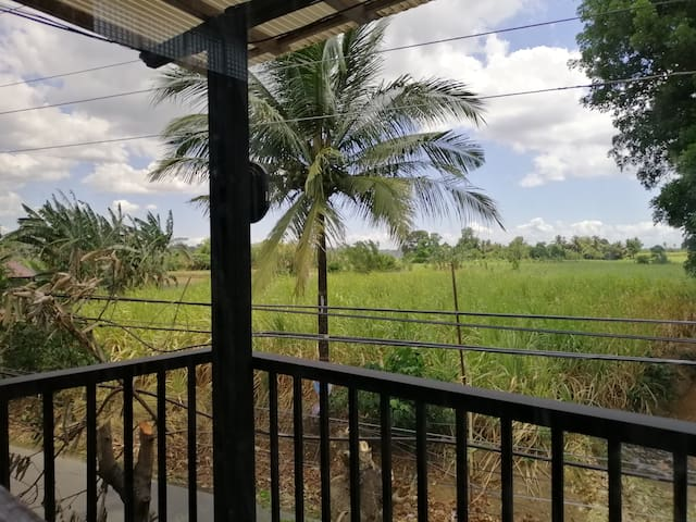 Cozy home near Mabini Shrine & Tanauan Farm Hills