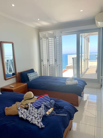 3rd Bedroom with 2x Single Beds, Aircon and Sea Views