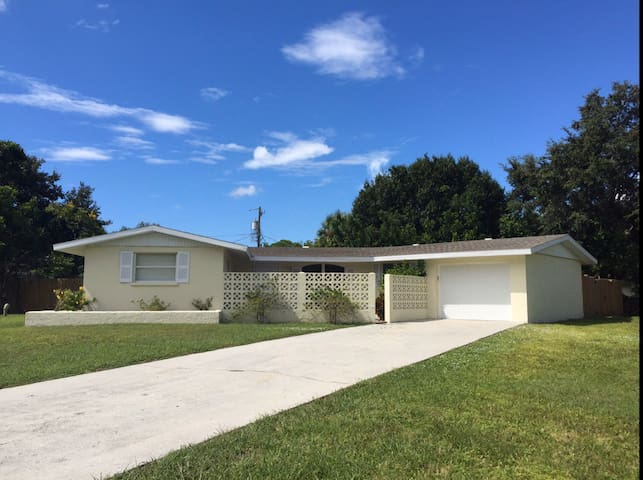 Sarasota gem close to amenities