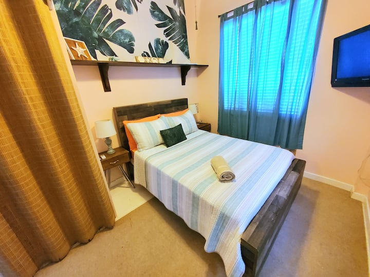 Your Own Lil Studio near Airport *PRIVACY* wifi+tv