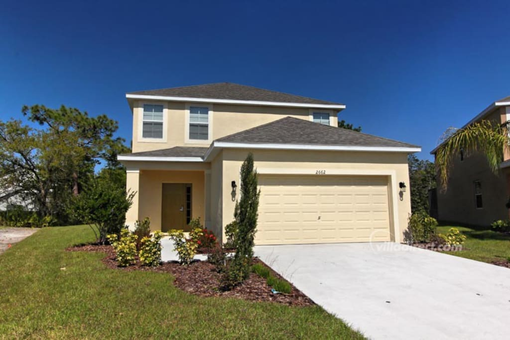 With 5 bedrooms and 4.5 bathrooms, this fully air-conditioned, elegant and spacious Orlando vacation pool home is perfect for multiple couples or family groups, sleeping up to 13 guests.
