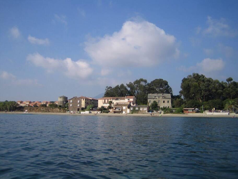 Le hameau de Prunete vu de la mer