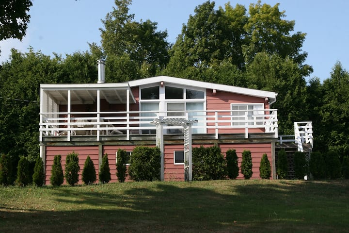 Entire home/cottage in Vale Perkins