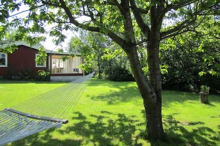 Classic danish summer cottage. - Kirke Hyllinge - Cabanya