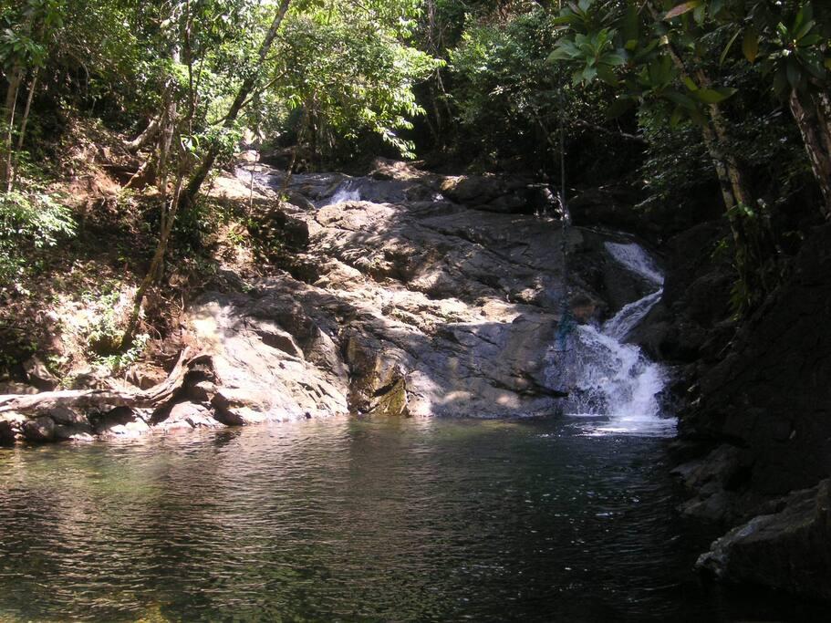 Wasserfall in unmittelbarer Nähe