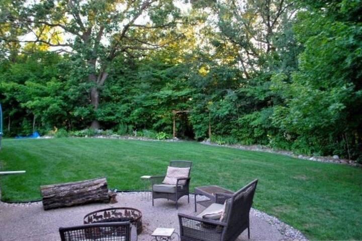 Cozy, Serene, House with Backyard Escape - Chaska - House