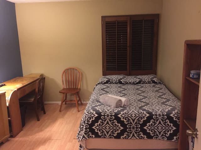 Cozy Room near the Arts District - Santa Ana