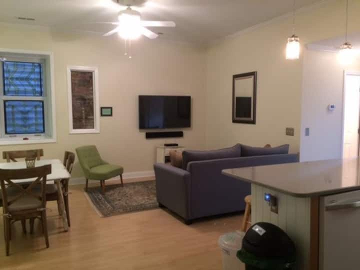 City Flat / Prime Downtown ILM locale w/Parking!!