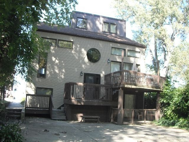 Suncatcher Cottage - Erie