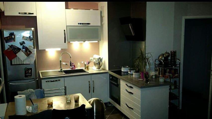 Chambre privée avec petit déjeuner  - Lognes - Apartament