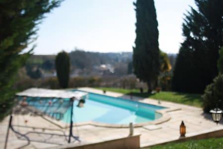 GITE A LA CAMPAGNE - Montignac-Charente - Hus