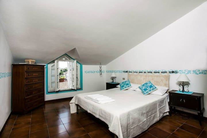 """Deledda room"" dreaming Olbia - ออลเบีย - ที่พักพร้อมอาหารเช้า"