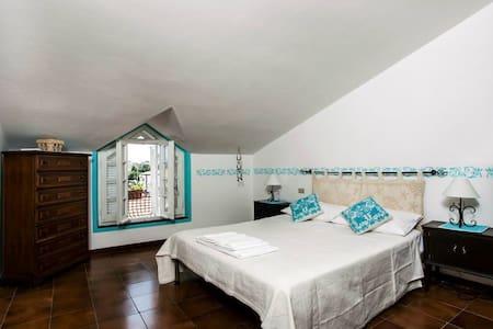 """Deledda room"" dreaming Olbia - Bed & Breakfast"