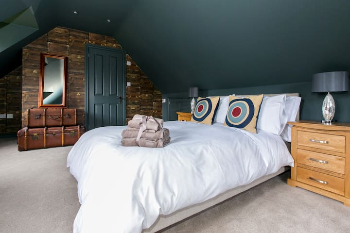 St Annes Well - Thatched Cottage - Andover - Bed & Breakfast