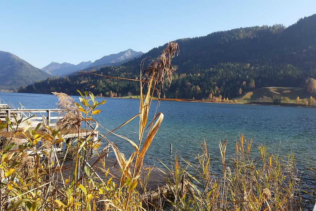 Blick vom hauseigenen Steg/View from private lake entrance