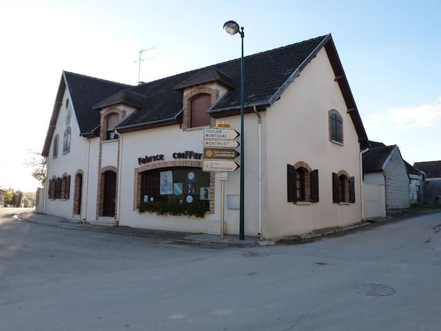 """Chambre chez l'habitant """"La Crayère"""" - Vert-Toulon - Huis"""