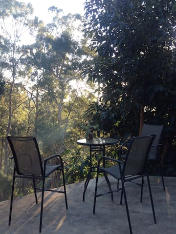 Hill top full one King bedroom unit - Tallebudgera - Huoneisto
