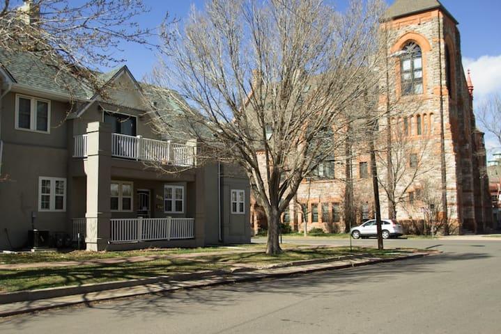 Spacious Uptown Condo - Denver - Apto. en complejo residencial