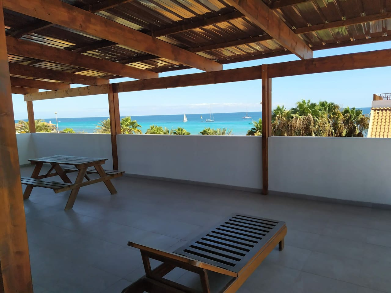 Enjoy your spectacular roof top view any time of day. The  ocean never leaves. Have a drink, read a book, dance like a crazy person or just be. There apartments and Surf house are brilliant.