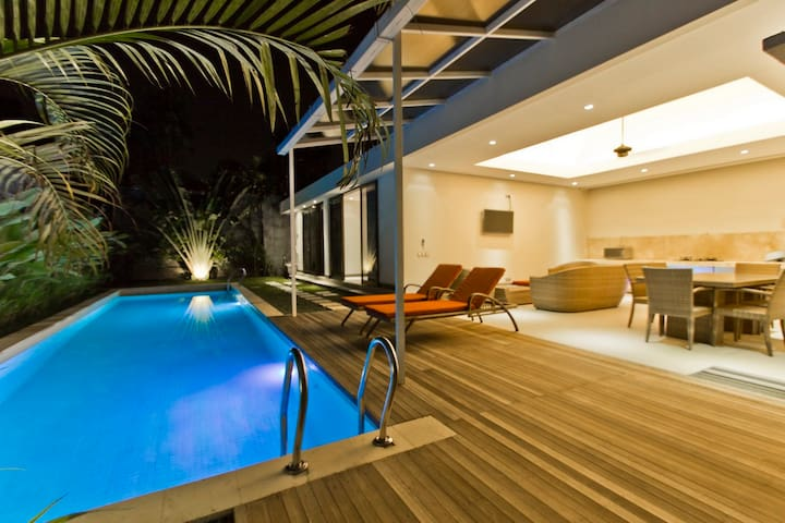 Promo Feb 15m pool 2 br 10mn Seminyak beach