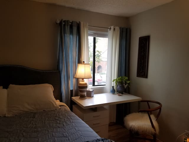 Lovely Room 5 Minute Walk to Cafes and Hospital. - Sacramento - Apartament
