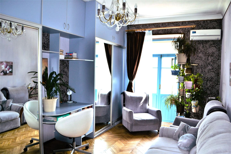Комната с видом на Садовое Кольцо