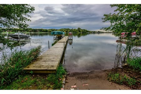 Lakefront Home on Fish Lake in Maple Grove, MN - Maple Grove - Huis