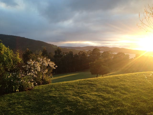 Stunning Views, and only 5 mins from Bruny Ferry!