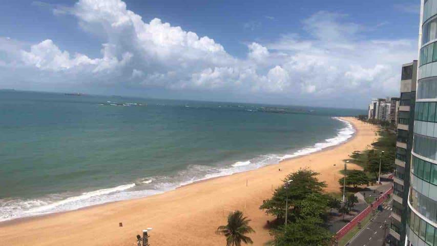 Quarto com vista para o mar da Praia da Costa!