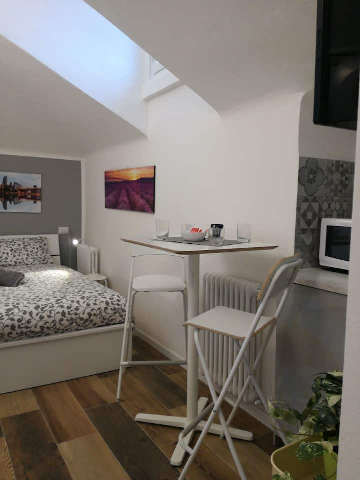 Attic at 8th floor 10 minutes to downtown Milan