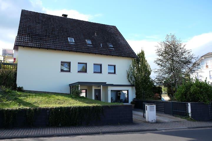 Gemütliche Ferienwohnung/Zimmer in Steinau a.d.Str - Steinau an der Straße - Lägenhet