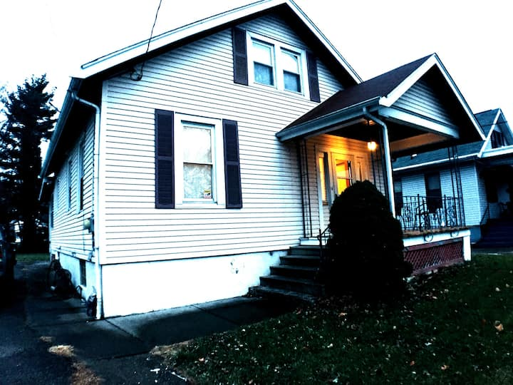 Cozy and Spacious Home in Roselawn, Quiet Street.