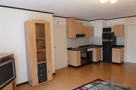 Ruhiges Appartement an der Stadtgrenze von Kassel - Lohfelden - บ้าน