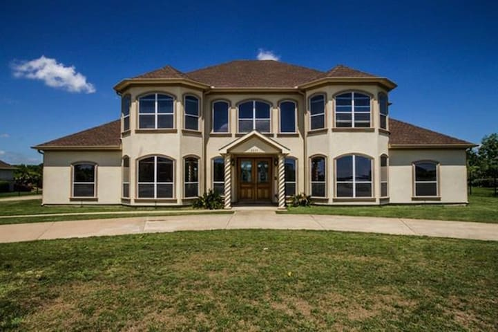 The Desirable Lake Ridge Home - Cedar Hill - Talo