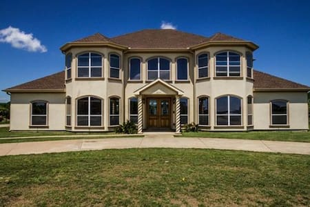The Desirable Lake Ridge Home - Cedar Hill
