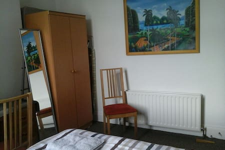 Double Bed near University - Belfast